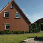 Seitenansicht und Garten Ferienhaus Roese