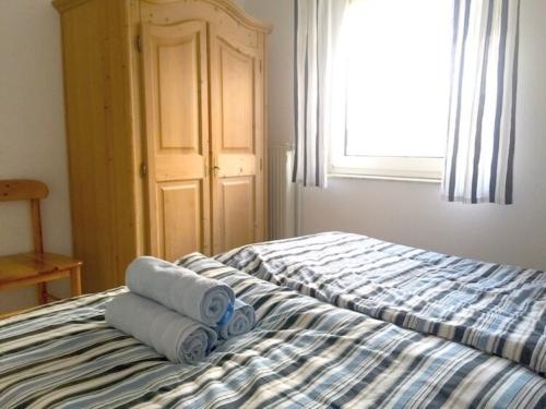 Doppelbett mit Bauernschrank