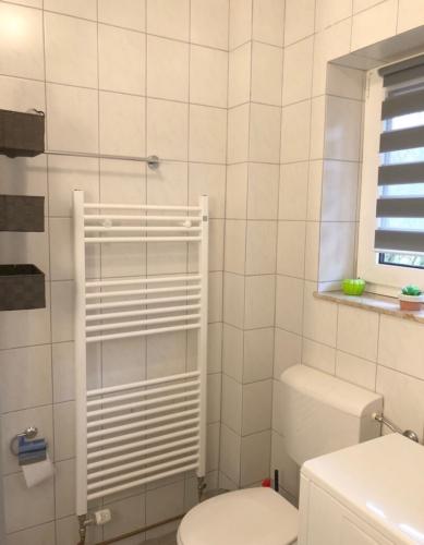 Badezimmer mit Handtuch-Heizung